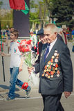 Неопознанные ветераны во время торжества дня победы. МИНУТА стоковые изображения