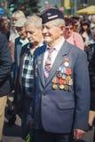 Неопознанные ветераны во время торжества дня победы. МИНУТА стоковое фото rf