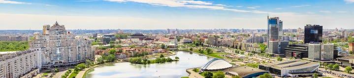 МИНСК, БЕЛАРУСЬ - 20-ое мая 2017 панорамный взгляд города от высоты, Nemiga Стоковое Изображение RF