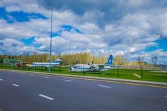 МИНСК, БЕЛАРУСЬ - 1-ОЕ МАЯ 2018: Под открытым небом музей старой гражданской авиации на входе авиапорта Минска Туполев Tu-134 Стоковое фото RF
