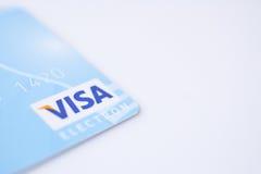 МИНСК, БЕЛАРУСЬ - 22-ое февраля 2017 кредитная карточка visa на белизне copyspace, финансовая оплата и конспект покупки Стоковые Фотографии RF