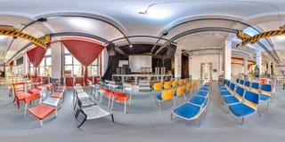 Минск, Беларусь - 2018: сферически панорама 3D с углом наблюдения 360 интерьера просторной квартиры партии с этапом и стульями По Стоковое Изображение