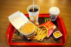 Минск, Беларусь, 18-ое мая 2017: Большое меню гамбургера Mac в ресторане ` s McDonald Стоковое Фото