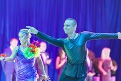 Минск-Беларусь, 18-ое октября 2014: Неопознанные пары Perfo танца Стоковое Изображение