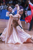 Минск-Беларусь, 18-ое октября 2014: Неопознанные пары Perfo танца Стоковая Фотография