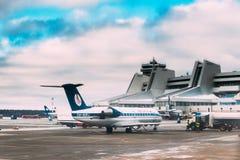 Минск, Беларусь Стойка Belavia авиакомпаний воздушных судн на Минске n Стоковые Изображения