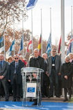 Минута безмолвия в дани к жертвам Парижа на Coun стоковая фотография