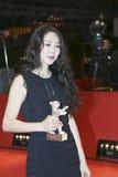 Минута-hee Ким представляет серебряного медведя стоковые изображения rf