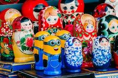 Миньоны гнездясь куклы и другие куклы святой России ресторана Паыля peter petersburg крепости летания голландца 2-ое сентября 201 Стоковые Фотографии RF