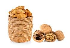 Миндалины и грецкий орех и треснутый грецкий орех Стоковое Изображение RF