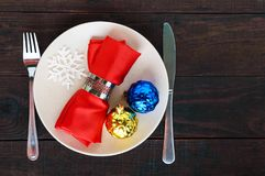 миражирует оборачивать таблицы украшения рождества Плита рождественского ужина, столовый прибор украсила праздничные украшения Стоковые Фото