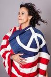 Мирная патриотическая женщина Стоковое Фото