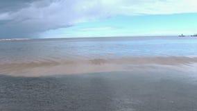 Мирное море перед громом сток-видео
