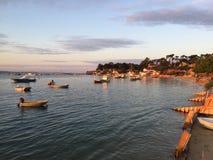 Мирное раннее утро на деревне Le канона Устрицы, полуостров Крышк-фретки, d'Arcachon Bassin, Жиронда, южная западная Франция Стоковое фото RF