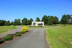 Мирный взгляд кладбища на день осени Стоковое фото RF