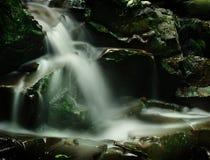 мирный водопад стоковое фото