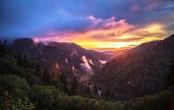 Мирный закоптелый восход солнца горы Стоковые Фотографии RF