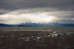 Мирный залив Kachemak во время отлива Стоковое фото RF