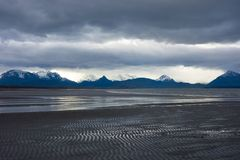 Мирный залив Kachemak во время отлива Стоковые Фотографии RF