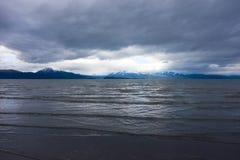 Мирный залив Kachemak во время отлива Стоковые Фото