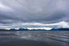 Мирный залив Kachemak во время отлива Стоковое Фото