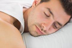 Мирный красивый спать человека стоковая фотография