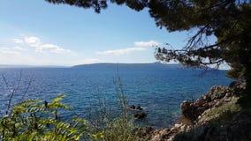 Мирный пейзаж ясного голубого моря сток-видео