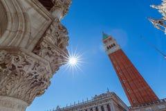 Миры большинств аркада Сан Marco Сан Marco красивой площади Взгляд колокольни Колокольни di Сан Marco St Mark Венеция, стоковое изображение