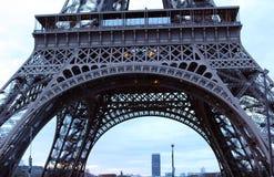 Мир большинств известная Эйфелева башня ориентир ориентира в Париже Франции во время восхода солнца отсутствие людей в изображени Стоковое Изображение