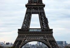 Мир большинств известная Эйфелева башня ориентир ориентира в Париже Франции во время восхода солнца отсутствие людей в изображени Стоковое Фото