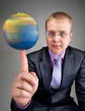 мир глобуса перста бизнесмена закручивая Стоковое фото RF