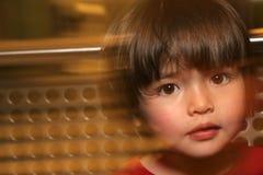 мир растущего малыша самомоднейший поднимающий вверх Стоковые Фото