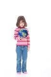 мир удерживания руки девушки окружающей среды ребенка Стоковое Изображение RF
