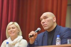 Мир WBA champions Nikolay Valuyev и Наталья Ragozina Стоковые Фотографии RF