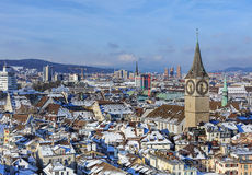 мир zurich башни st peter s стороны часов городского пейзажа города церков самый большой швейцарский Стоковое Изображение RF