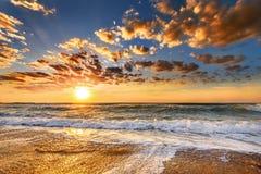 Мистический заход солнца на море Стоковое Изображение RF