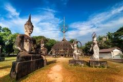 Мифология и религиозные статуи на Wat Xieng Khuan Будде паркуют стоковая фотография rf
