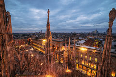 Милан, Италия: готическая крыша собора мира известного Стоковая Фотография