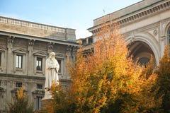 Милан, della Scala аркады стоковые изображения
