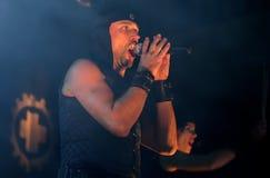 Милан Fras, певица группы Laibach, выполняет на концерте стоковые фото