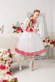 Милая балерина держа цветки Стоковое Фото