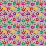 Милая безшовная абстрактная картина с печатями пестротканой ладони Стоковое Изображение RF