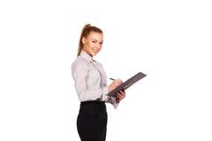 Милая бизнес-леди с папкой и ручка в руке Стоковая Фотография RF