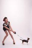 Милая девушка брюнет в ретро стиле Стоковые Фотографии RF