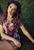 Милая девушка брюнет с славным составом стоковая фотография rf