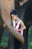 Милая девушка в традиционных тайских костюмах Стоковое Изображение RF