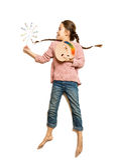 Милая девушка держа палитру и paintbrush любят волшебная палочка Стоковое фото RF