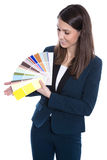Милая девушка дела представляя цветовую палитру изолированную на белизне. Стоковые Изображения RF