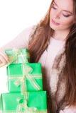 Милая девушка женщины с подарками коробок День рождения Стоковые Фото