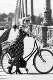 Милая девушка и ретро велосипед Стоковое фото RF
